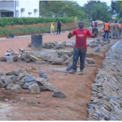 Travaux de mise en œuvre des fossés maçonnés