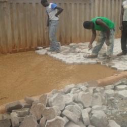 Mise en place de pavés pour trottoirs